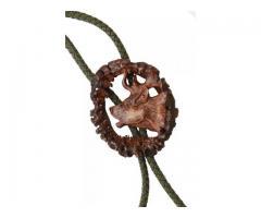 Cravata vanatoreasca din corn de cerb sculptata manual motiv cap cerb